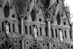 La Sagrada Familia - detail (Fnikos) Tags: gaudí antonigaudí lasagradafamilia detail detalle construction building architecture column modernism art sculpture statue temple faith basílica religion blackandwhite monochrome absoluteblackandwhite outside outdoor