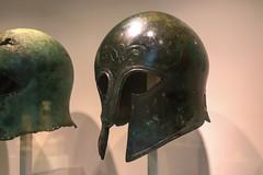 Casque grec en bronze (GabianSpirit) Tags: allemagne berlin musée