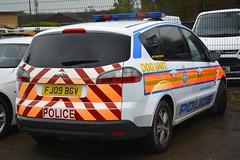 FJ09 BGV (S11 AUN) Tags: leicestershire police ford smax dog section van policedogs 999 emergency vehicle fj09bgv