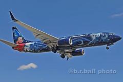 BRB_7881cesn c (b.r.ball) Tags: brball yyz torontopearsoninternationalairport malton aviation jets runway23 cgwsz boeing 7378ct westjet ws135 disney mickeymousewizard