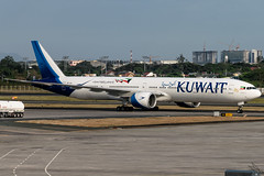 Kuwait Airways - Boeing 777-369(ER) / 9K-AOL @ Manila (Miguel Cenon) Tags: ku kuwait kuwaitairways ku777 kuwaitb777 ku77w kuwaitb77w airplane airplanespotting apegroup appgroup airport ppsg planespotting philippines boeing boeing777 boeing77w b777 b77w manila nikon d3300 naia ge90 sky clouds blue aircraft jet rpll twinengine wings widebody widebodyjet 9kaol aviation wing window wheel