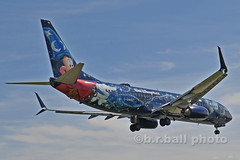 BRB_7888cesn c (b.r.ball) Tags: brball yyz torontopearsoninternationalairport malton aviation jets runway23 cgwsz boeing 7378ct westjet ws135 disney mickeymousewizard