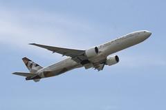 A6-ETB (IndiaEcho) Tags: fco lirf italy rome roma canon eos airport aircraft aviation jet aeroplane civil da leonardo vinci aeropuerto airliner 1000d fimucino airfiedl boeing etihad 777300 a6etb