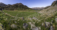Basses del Siscaró, Principat d'Andorra (kike.matas) Tags: canon canoneos6d canonef1635f28liiusm kikematas bassesdelsiscaró valldincles canillo andorra andorre principatdandorra pirineos paisaje panorámica refugio montaña senderismo excursión hiking rocas hierba lightroom6 андорра