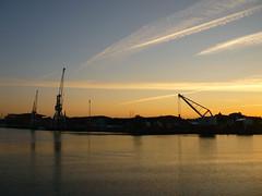 Sunset Hafen Lübeck (Jörg Paul Kaspari) Tags: lübeck hafen trave abendstimmung sonnenuntergang kran hafenkran wasserkante waterkant
