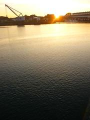 Sunset Lübeck (Jörg Paul Kaspari) Tags: lübeck hafen trave abendstimmung sonnenuntergang sunset hafenkran