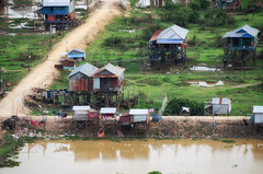 (Kelly Renée) Tags: cambodia phnomkrom prasatphnomkrom seasia siemreap southeastasia culture development garbage houses infrastructure laundry pollution rural stilthouses viewfromabove village water siemreapprovince