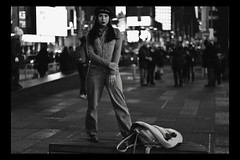 NYC, 2018 (TheJennire) Tags: photography fotografia foto photo canon camera camara colours colores cores light luz young tumblr indie teen adolescentcontent nyc newyork 2018 winter blackandwhite blackframes fashion style timessquare ny ootd outfit beret