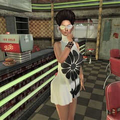 Hold on please, I'm waiting for my cola. (parisevermore) Tags: ghee vintagefair vanityhair jessposes freya hourglass maitreya physique events secondlifeevents poses props