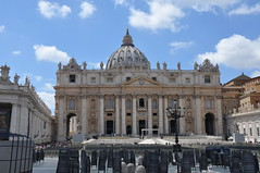St. Peter's Basilica (Ryan Hadley) Tags: stpeters stpetersbasilica cathedral basilica church dome architecture renaissance stpeterssquare piazzasanpietro piazza square vatican vaticancity rome italy europe worldheritagesite