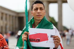 "Protest gegen das Regime in Syrien: ""Berlin Für Idlib - We Are The Love"" (tsreportage) Tags: abdelbassetsaroot abdulbasetalsarout act4idlib aufstand bascharalassad basharalassad berlin brandenburggate brandenburgertor demonstration eyesonidlib freesyria idlib kundgebung luftballons mitte syria syrien airballoons alsarout death demo protest rally revolution uprising germany"