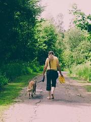 Frau mit Hund | 2. Juni 2019 | Tarbeker Moor - Schleswig-Holstein - Deutschland (torstenbehrens) Tags: frau mit hund | 2 juni 2019 tarbeker moor schleswigholstein deutschland olympus penf m45mm f18