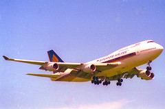 Singapore Airlines Boeing 747-400; 9V-SMT@ZRH;28.05.1995 (Aero Icarus) Tags: zrh zürichkloten zürichflughafen zurichairport lszh plane avion aircraft flugzeug negativescan