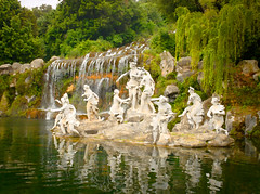 6013 - Nymphs, Oil Painting (Diego Rosato) Tags: nymph ninfa pond stagno fonte source cascata fall water acqua statua statue oil painting olio tela fuji x30 rawtherapee gimp