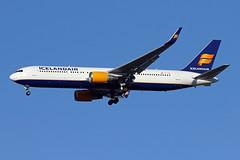 B767-3.TF-ISW-2 (Airliners) Tags: icelandair 767 b767 b7673 b767300 b767319 boeing boeing767 boeing767300 iad tfisw 61419
