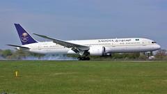 HZ-ARA (AnDyMHoLdEn) Tags: saudia saudiarabian 787 dreamliner skyteam egcc airport manchester manchesterairport 05r