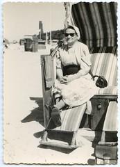 . (Kaïopai°) Tags: strandkorb sonnenbrille beach strand urlaub ferien erholung laboe vintage frau woman femme dame meer küste sea