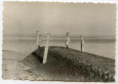 . (Kaïopai°) Tags: pellworm insel vintage frau woman femme dame meer küste sea