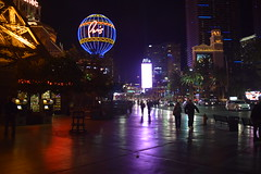 Paris sidewalk - Las Vegas (Randy Gardner 88) Tags: lasvegas nevada night flamingo parislasvegas bellagio lasvegasnevada thestrip strip southlasvegasboulevard
