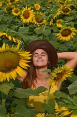Flower Girl (Karla May) Tags: sunflower girasol yellow amaraillo jaune fille girl balancan tabasco mexico mexique