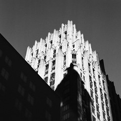 JP Morgan Chase Building (Mabry Campbell) Tags: 500cm harriscounty hasselblad houston jpmorganchase texas trix400 usa architecture artdeco blackandwhite building downtown film fineart historic image photo photograph squareformat mabrycampbell april 2019 april252019 20190425trixcampbell000215360008
