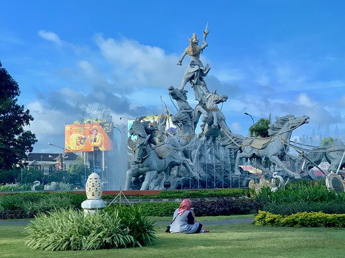 Bali's monumental statuary welcomes be back