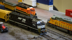 Norfolk Southern SD60E 6952 (166/365) (johnstewartnz) Tags: 2470 2470mm ef2470mmf4l canonef2470f40l ho hoscale 187th freemo model railroad canon canonapsc apsc eos 100canon 7dmarkii 7d2 7d canon7dmarkii canoneos7dmkii canoneos7dmarkii 166365 day166 highiso onephotoaday oneaday onephotoaday2019 365project project365