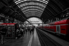 Frankfurt Central Station (Christoph Wenzel) Tags: zug frankfurt bahnhof colourkey sigma16mmf14dcdn sonyalpha6000 stadt deutschland hessen architektur rot frankfurtammain