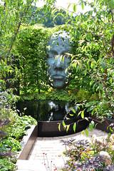The Thrive Reflective Mind Garden (Bri_J) Tags: rhs chatsworthflowershow2019 chatsworthhouse edensor derbyshire uk chatsworth flowershow nikon d7500 thethrivereflectivemindgarden mindfullnessgarden garden richardrogers showgarden statue face