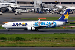 Skymark Airlines | Boeing 737-800 | JA73NX | Hokkaido Nippon-Ham Fighters livery | Tokyo Haneda (Dennis HKG) Tags: aircraft airplane airport plane planespotting canon 7d 100400 tokyo haneda rjtt hnd skymarkairlines skymark bc sky boeing 737 737800 boeing737 boeing737800 ja73nx hokkaidonipponhamfighters hamfighters hokkaidopride