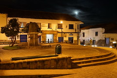 Small square in the moonlight (Chemose) Tags: sony ilce7m2 alpha7ii avril april pérou peru cuzco cusco plaza place square fontaine fountain lune moon ville town nuit night light lumière