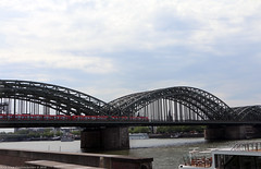 Hohenzollern Bridge (Rick & Bart) Tags: keulen cologne köln city deutschland germany urban rickvink rickbart canon eos70d streetphotography hohenzollernbridge architecture train transport