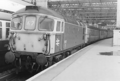02311 33117 London Waterloo Station 10.04 1987 (31417) Tags: 33117 33 waterloo brcw crompton