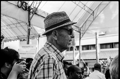 The tourist aka the old gentleman- Thaipusam 2019 (waex99) Tags: leica film analog 50mm singapore kodak trix january summicron epson hindu m6 thaipusam v800 2019 man hat shades chapeau lunettes homme caucasian religious religion ceremony