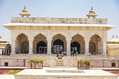 DSC05464.jpg (jmarnaud) Tags: india 2019 family spring agra red fort old building people architecture moghol