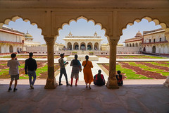 DSC05459.jpg (jmarnaud) Tags: india 2019 family spring agra red fort old building people architecture moghol