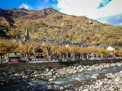 Bossòst (SantiMB.Photos) Tags: 2blog 2tumblr 2ig bossòst valldaran lleida pirineos motog3 móvil río river garona otoño autumn geo:lat=4278529217 geo:lon=069339917 geotagged bossost cataluna españa