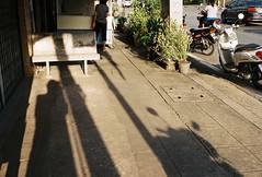 000020 (friday3rd_) Tags: fujic200 fuji yashica electro35 filmnotdead street filmcamera