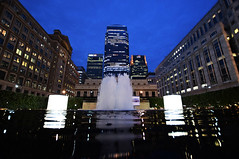 Canary Wharf - London (Mark Wordy) Tags: canarywharf london isleofdogs fountains water night onecanadasquare cabotsquare
