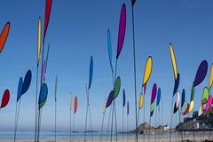 nuages colorés (Patrick Doreau) Tags: drapeau flag ciel sky blue bleu plage beach mer seau eau water couleurs colors pléneufvalandré bretagne brittany