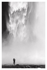 Skógafoss, Iceland (2019) (phamnes) Tags: waterfall sigmalens sigma skogafoss ishootfilm blackandwhitefilm nikoncoolscanved iceland slr 135film 35mmfilm fp4 ilford nikonf5 nikon