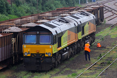 66846 & 66849, Eastleigh, June 11th 2016 (Southsea_Matt) Tags: 66846 66573 66849 66576 class66 emd colasrail eastleigh hampshire england unitedkingdom canon 60d june 2016 summer railway railroad train rail transport vehicle diesellocomotive