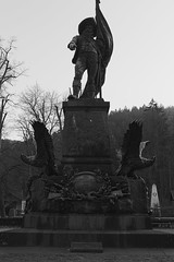 Innsbruck-2018_25 (rhomboederrippel) Tags: rhomboederrippel fujifilm xe1 november 2018 europe austria tyrolia innsbruck alps bw monochrome memorial bergisel andreashofer