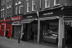 Dark Sugars (landeicgn) Tags: schwarz weis rot black whtite red blanco negro rojo tienda geschäft shop