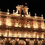 Fachada plaza Mayor por la noche