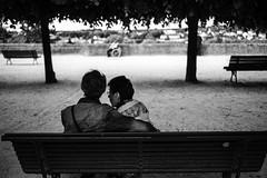 Chartres (Laurent Pagès) Tags: leica france bench couple lovers banc amoureux centrevaldeloire eureetloir summicron35asph leicam10d ascension feastoftheascension