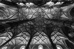 look up près de Vasco De Gama (Rudy Pilarski) Tags: nikon nb bw monochrome old architecture architectura ancien thebestoffnikon sculpture travel voyage monuments lisbonne lisbao noiretblanc blackandwhite monastère portugal europe europa structure structural plafond structura