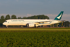 B-LRU, Airbus A350-941, Cathay Pacific (Freek Blokzijl) Tags: blru airbus airbusa350 a350941 cathaypacific arrival aankomst taxien taxiwayv earlymorning sunrise lowlight eham ams amsterdamairport schiphol haarlemmermeer widebody goldenlight planespotting vliegtuigspotten polder canon eos7d 70200l28isusm zomer summertime june2019