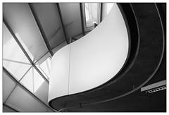 Rundungen | curve (frodul) Tags: architektur balkon detail gebäude innenansicht kurve linie berlin bibliothek freieuniversität philologischebibliothek normanfoster wissenschaft konstruktion gebäudekomplex dach sw monochrom bw einfarbig schwarz weis deutschland library