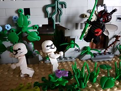 (claudine6677) Tags: lego minifigures toys stormtrooper fly monster spielzeug fliegenmonster